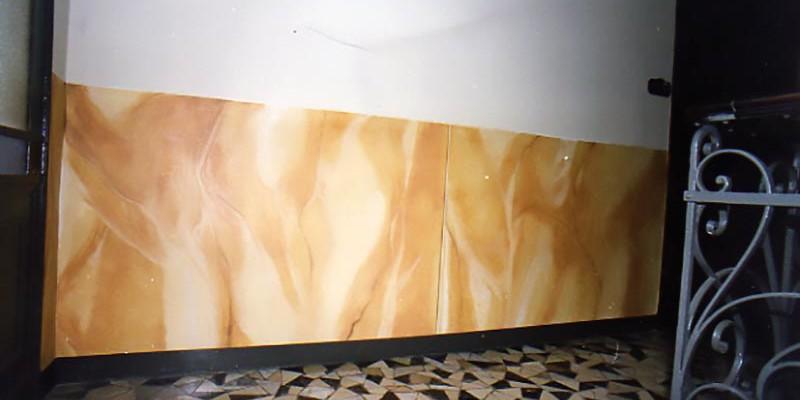basamento in finto marmo scala interna via Cibrario