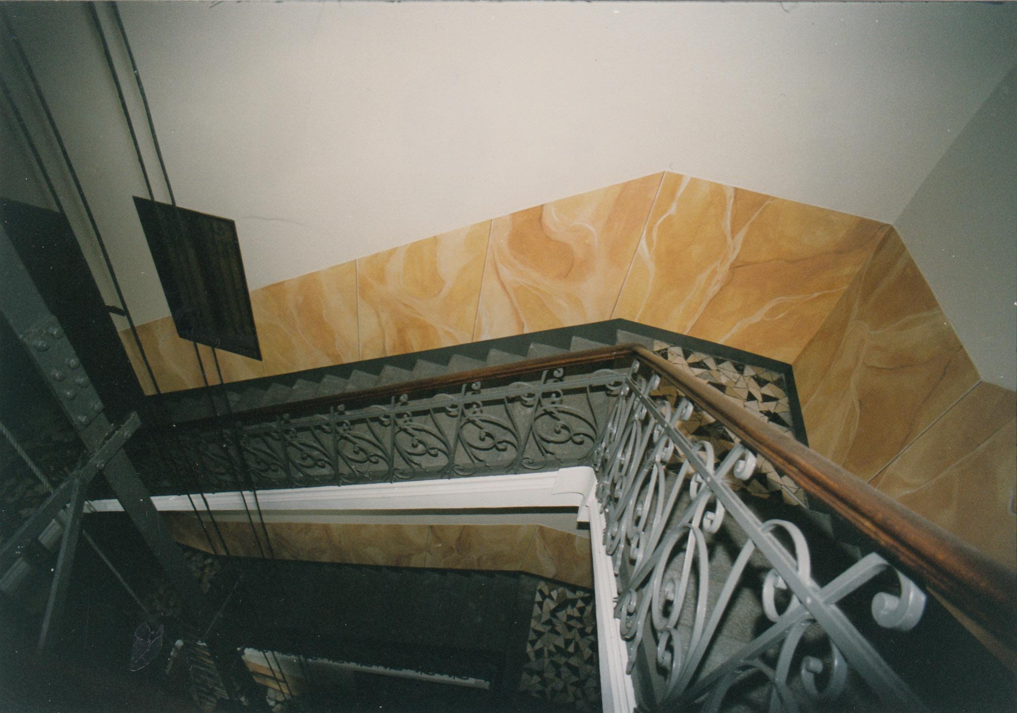 decorazione in finto marmo scala interna via Cibrario To